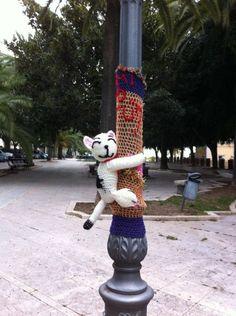 Murr al gato  Yarn bomb