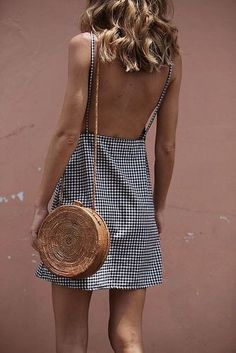 Beautiful low back gingham dress. Perfect for Summer & Spring Fashion trends. Preppy and classy but still sexy! Look Fashion, Street Fashion, Fashion Beauty, Womens Fashion, Fashion Trends, Fashion 2018, Fashion Outfits, Fashion Ideas, Ski Fashion