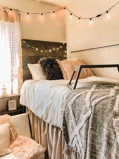 College Bedroom Decor, Apartment Bedroom Decor, Dorm Rooms, Dorms Decor, Cozy Apartment, Apartment Living, Apartment Ideas, Living Room, Dorm Room Designs