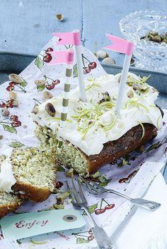 Matcha-pistaasikakku // Matcha & Pistachio Cake Food & Style Elina Jyväs, Baking Instinct Photo Timo Pyykkö www.maku.fi