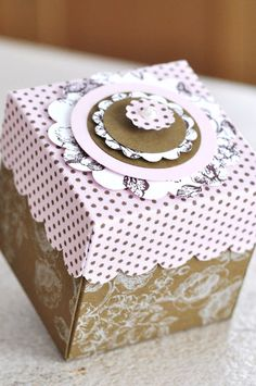 """Stamped - Bettina and Mary: Romantic box with """"Beau Château-cloth"""" Cute Box, Cute Gift Boxes, Paper Carrier Bags, Decoupage, Box Maker, Printable Box, Paper Packaging, Packaging Ideas, Wedding Gift Boxes"""