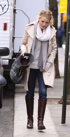 05585f1f71d Blake Lively wearing Burberry Cotton Trench with Raglan Sleeves Chanel  Pleated Smocked Calfskin Bag in Grey. Blake Lively On the Set of Gossip  Girl January ...