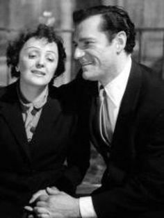 Petit bout de femme d'1m47, midinette en robe noire, diva terrorisée par la solitude, Edith Piaf a passé sa - courte - vie à chanter l'amour et à le vivre. Hommage en images.