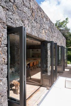 Modern Home Design, Modern Homes, Stone Facade, Mediterranean Style Homes, Mediterranean Architecture, Rustic Stone, Modern Rustic, Stone Houses, House Architecture