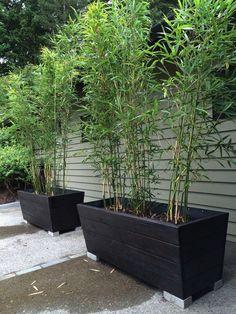 20 Creative DIY Wooden Planter Box Design Ideas For Outdoor 20 kreative DIY Holz Pflanzer Box Design Concrete Planter Boxes, Diy Wood Planter Box, Planter Box Designs, Diy Wooden Planters, Outdoor Planter Boxes, Brick Planter, Big Planters, Planter Box Plans, Window Planter Boxes