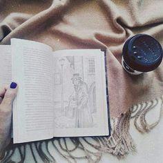 instagram: _a.kri_ #уют #атмосфера #стиль #книги #кофе #плед #зима #инстаграм