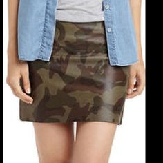 Sam Edelman vegan leather camo skirt sz 2 nwt Vegan leather camo skirt Sam Edelman Skirts Mini