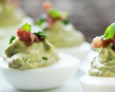 A Delicious and Easy Bacon Avocado Deviled Eggs Recipe Bacon Avocado Deviled Eggs Recipe, Guacamole Deviled Eggs, Guacamole Dip, Egg Recipes, Appetizer Recipes, Diet Recipes, Salad Recipes, Recipies, Appetizers