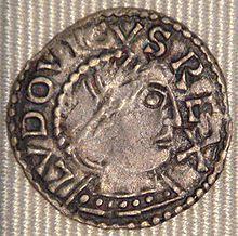 Denier de Louis IV frappé à Chinon. Titre:Roi des Francs (Francie occidentale) 936-10 sept 954 Couronnement 19 juin 936 à Laon. Prédécesseur Raoul, Successeur:Lothaire. Carolingien né entre sept 920 et sept 921 à Laon ? Mort le 10 sept 954 à Reims Père: Charles III, Mère: Edwige de Wessex.Conjoint: Gerberge de Germanie (939) Enfants: Lothaire, roi (941-986), Mathilde (943-992), Charles ou Carloman (945-992) Louis (948-954), une fille (948-968), Charles (953-953) Héritier: Lothaire