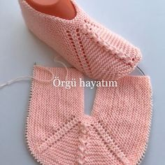Two-cis-girl-input-army-of-intra-ball of foot , iki-sis-kiz-gordu-ordu-patigi , Oya Source by balikcir Crochet Bolero Pattern, Crochet Stitches Patterns, Baby Knitting Patterns, Knitting Stitches, Knitting Designs, Baby Patterns, Crochet Wool, Crochet Shoes, Crochet Baby