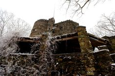 THE 50 STRANGEST ABANDONED PLACES BY STATE 7. Connecticut - Hearthstone Castle You'd think this spot was taken right out of Medieval England and dropped right into Connecticut. You may be surprised to learn that it was only built in the 1800's, though. It's easily the most unique piece of architecture in the state.