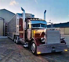 The biggest trucks in the world. The body designs of these trucks are very cool and wow. Show Trucks, Big Rig Trucks, Old Trucks, Custom Truck Parts, Custom Pickup Trucks, Peterbilt 389, Peterbilt Trucks, Dodge Trucks, Ranger