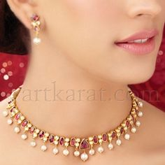Pearls and ruby gold parure India Jewelry, Gems Jewelry, Pearl Jewelry, Wedding Jewelry, Diamond Jewelry, Antique Jewelry, Jewelry Necklaces, Gold Jewellery Design, Simple Jewelry