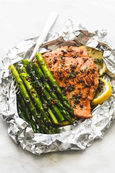 Easy, healthy, garlic herb butter salmon and asparagus foil packs are a quick and tasty 30 minute meal for summer nights, camping, and cookouts. The flaky salmon and tender asparagus will melt in your Salmon Recipes, Fish Recipes, Seafood Recipes, Cooking Recipes, Healthy Recipes, Chicken Recipes, Cooking Game, Recipies, Fish Dishes
