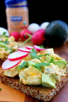 The Most Flavorful Spicy Chipotle Egg & Avocado Salad Toast - Recipes Great Salad Recipes, Veggie Recipes, Easy Dinner Recipes, Breakfast Recipes, Vegetarian Recipes, Snack Recipes, Fast Easy Meals, Healthy Meals, Healthy Recipes