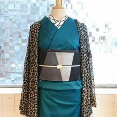 ・  大人のキモノアソビ    「ワントーンコーディネート」 ////////////////////////////////////////// ・ #大塚呉服店 #otsuka_gofukuten #着物 #kimono #京都 #kyoto #japan #お洒落 #大人 #格好いい #cool #袷 #色無地 #green #black #fashion #coordinate #ootd #instagood #秋 #autumn #beautiful #傘 #たけかさ #tamas