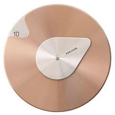 De Karlsson Drop Wandklok is niet zomaar een klok, dat zie je meteen. Het is gewoon een kunstwerk om te zien! De metalen schijf draait elk uur en de druppel op het uurwerk is de grote wijzer. Het minimalistische tintje geeft je wand een moderne look!