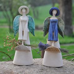 More lovely angels. Paper Mache Sculpture, Sculptures Céramiques, Pottery Sculpture, Ceramic Clay, Ceramic Pottery, Pottery Art, Pottery Ideas, Angels Garden, Clay Angel