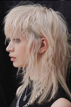Mullet Haircut, Mullet Hairstyle, Curly Hair Men, Curly Hair Styles, Hair Inspo, Hair Inspiration, Cool Haircuts For Women, Curly Mullet, Shaved Hair
