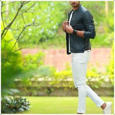 How White Pants for Men is a Perfect Choice: 40 Looks to Justify White Pants Men, White Jeans, Modern Fashion, Mens Fashion, Shiny Fabric, Romantic Look, All About Eyes, Colorful Shirts, Sporty