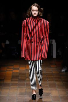 The complete Marques ' Almeida Fall 2017 Ready-to-Wear fashion show now on Vogue Runway.
