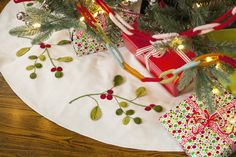 TAG Mistletoe Felt Tree Skirt