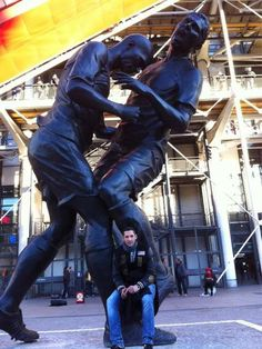 Materazzi visita estátua de cabeçada de Zidane e posta foto - Terra Brasil