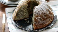 עוגת פרג לימון (צילום: קרן אגם, אוכל טוב) Israeli Desserts, Easy Cake Recipes, Let Them Eat Cake, Bagel, Banana Bread, Tart, Sweet Tooth, Cooking Recipes, Baking