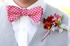 Noivo de laço - vermelho com padrão de estrelas #casarcomgosto #noivo