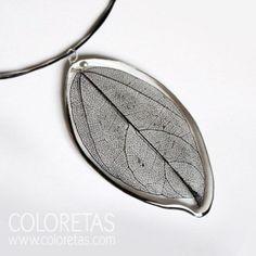 Black Leaf Pendant with black steel chain and sterling  silver (925) clasp - Colgante Hoja Black con cadena de acero negro y cierre en plata de ley