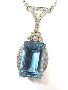 AQUAMARINE DIAMOND COLLIER, ART DÉCO ABOUT 1920, PLATINUM