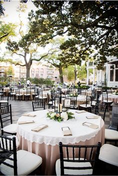 New Orleans Wedding / Arte de Vie / via StyleUnveiled.com A beautiful courtyard wedding at The Elms Mansion on St. Charles Ave. in New Orleans
