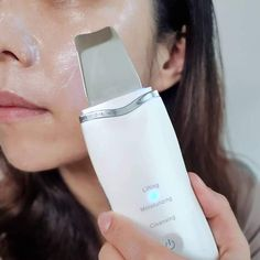 The Derma Skin Scrubber Pen is the newest generation of microdermabrasion. This component won't cause redness and doesn't require any downtime! It offers re-texturizing results using safe and gentle ultrasound vibration. Facial Steamer, How To Exfoliate Skin, Lip Scrubs, Prevent Wrinkles, Perfect Skin, Dead Skin, Skin Problems, Beauty Skin, Beauty Makeup
