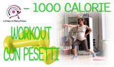 Niente bike, niente tappeto... solo allenamento a corpo libero intensificato dall'utilizzo di pesetti. 75 minuti per bruciare 1000 calorie, un workout alla portata di tutti per dimagrire, tonificare, trovare o mantenere la forma e... divertirsi!