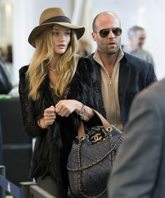 Jason Statham Photos - Jason Statham and girlfriend Rosie Huntington-Whiteley depart at LAX. - Jason Statham and Rosie Huntington-Whiteley at LAX Rosie And Jason, Jason Statham And Rosie, Everything's Rosie, Rosie Huntington Whiteley, Rosie Whiteley, Charlize Theron, Cannes, Glamour, Airport Style