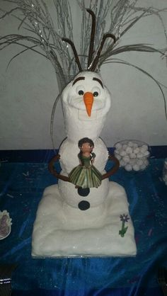 Always with cake Olaf cake and he's holding my niece