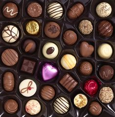 Planning to romance your Valentine with some sweet chocolates? Learn which cheap chocolates are still gift-worthy for Valentine's Day. Cheap Chocolate, Chocolate Sweets, Valentine Chocolate, Death By Chocolate, I Love Chocolate, How To Make Chocolate, Chocolate Lovers, Chocolate Gifts, Fairy Food