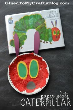 Today I present to you our super easy and inexpensive Paper Plate Caterpillar Kid Craft that goes along PERFECTLY with our beloved Eric Carle book. Daycare Crafts, Toddler Crafts, Crafts For Kids, Eric Carle, Storybook Crafts, The Very Hungry Caterpillar Activities, Caterpillar Art, Glue Crafts, Inspiration For Kids
