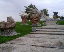 Jeżeli chcesz wiedzieć z jaką historią wiąże się to miejsce, zajrzyj na http://mlodywschod.pl/przestrzen-miasta/pomnik-obroncow-bialegostoku-z-1939-roku/.