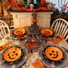 Smashing Plates Tablescapes: 2016 Table Retrospective Part Two Halloween Table Settings, Halloween Table Decorations, Holiday Centerpieces, Halloween Home Decor, Halloween 2016, Halloween House, Spooky Halloween, Holidays Halloween, Halloween Treats
