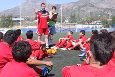 Coaches del Sunderland enseñando y motivando a los alumnos del Campus.