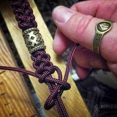 of Destiny - Exclusive Runic Pearl Paracord Bracelet - Jewelry . Rune of Destiny - Exclusive Runic Pearl Paracord Bracelet - Jewelry . Guardian Minicord & Paracord bracelet with Exclusive Brass image 6 Celtic Style Men's Bracelet Tutorial Paracord Braids, Paracord Bracelets, Macrame Bracelets, Paracord Uses, Survival Bracelets, Braided Bracelets, Friendship Bracelets, Handmade Bracelets, Pearl Bracelets