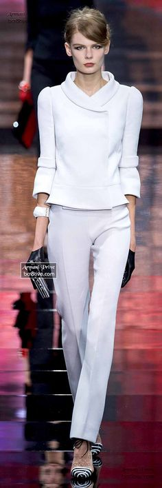 Armani Privé Haute Couture Fall Winter Collection - You are in the right place about Blazer Outfit gorditas Here we offer you the most beautiful pictu White Fashion, Love Fashion, Runway Fashion, Womens Fashion, Fashion Design, Fashion Tips, Armani Prive, Mode Vintage, Look Chic