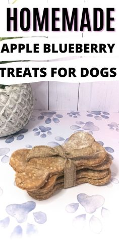 Dogs love these Apple Blueberry Homemade Dog Treats. Easy Dog Treat Recipes, Homemade Dog Treats, Dog Food Recipes, Cake Dog, Make Dog Food, Pet Food, Puppy Treats, Dog Cookies, Blueberry