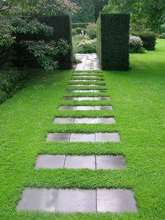 allées de jardin fantastiques, arbustes taillés en forme rectangulaire