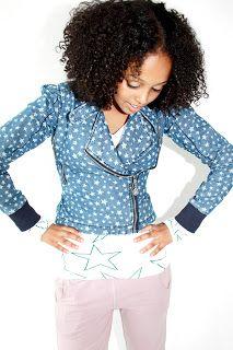 Tieners krijgen hun eigen modelabel, net zo vrolijk en gemakkelijk als de kinderkleding van KIK-KID. De nieuwe kledinglijn in maten van 158 tot 176 heet AZZA by KIK-KID. Precies die items en stijl die opgroeiende kinderen willen.