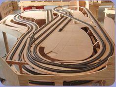 Ho Scale Train Layout, N Scale Layouts, Ho Scale Trains, Model Train Layouts, Model Railway Track Plans, Lego Trains, Train Set, Model Trains, Diorama