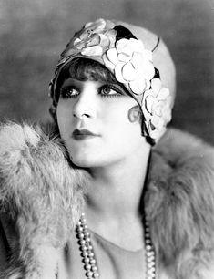 Greta Nissen  #vintage #hat #fashion #flapper #pearls #fur #1920s #cloche