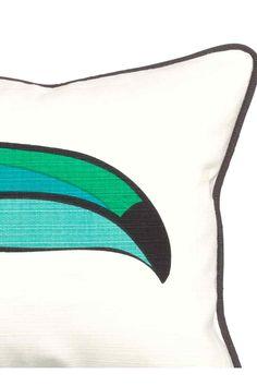 Housse de coussin: Housse de coussin en coton avec impression devant et passepoil de couleur contrastée. Fermeture à glissière dissimulée.