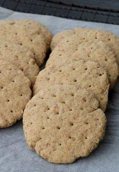 Grove polarbrød på 1-2-3 - LINDASTUHAUG Scones, Muffins, Food And Drink, Cooking Recipes, Cookies, Baking, Desserts, Crack Crackers, Tailgate Desserts
